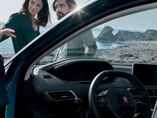 Nuevo SUV Peugeot 5008 experiencia conducción amplificada