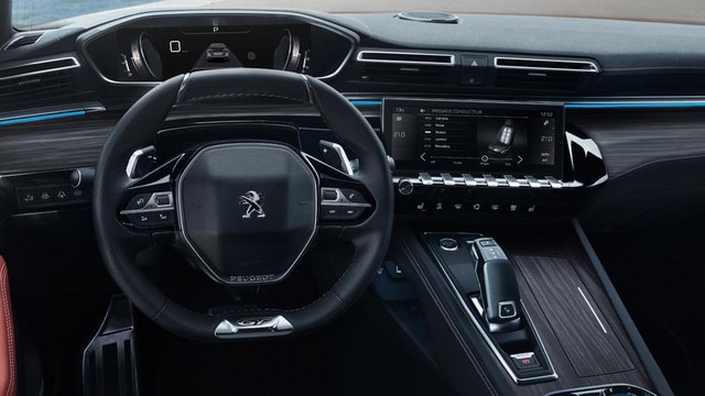 PEUGEOT i-Cockpit, con sistema Head-Up Display y volante compacto – nuevo familiar PEUGEOT 508 SW FIRST EDITION