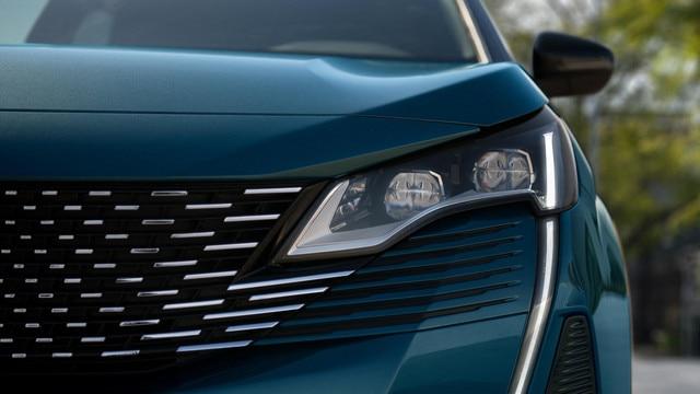 Nuevo SUV PEUGEOT 5008: faros delanteros full LED