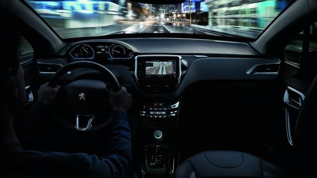SUV PEUGEOT 2008 : PEUGEOT i-Cockpit®, Navegación 3D conectada con reconocimiento de voz