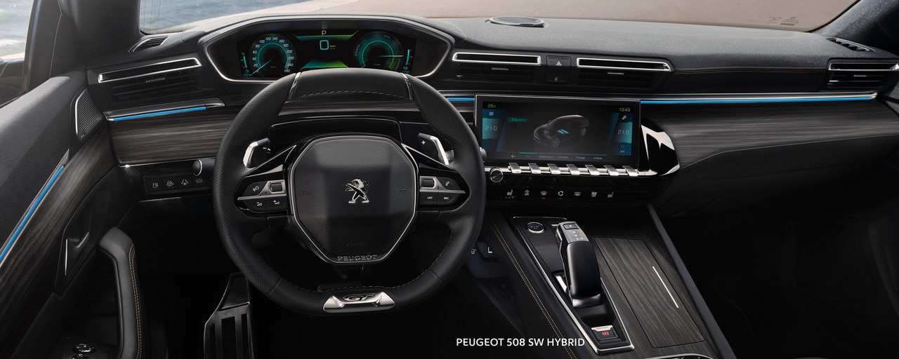 Nuevo break PEUGEOT 508 SW HYBRID, PEUGEOT i-Cockpit, Head-up display y volante compacto