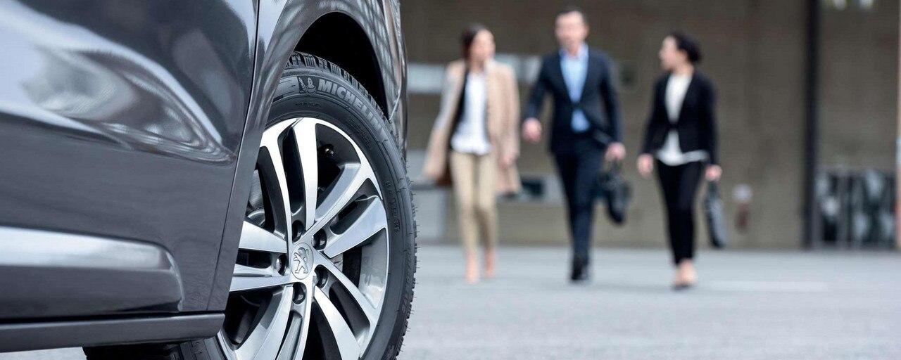 PEUGEOT TRAVELLER BUSINESS –  servicios especiales para los profesionales