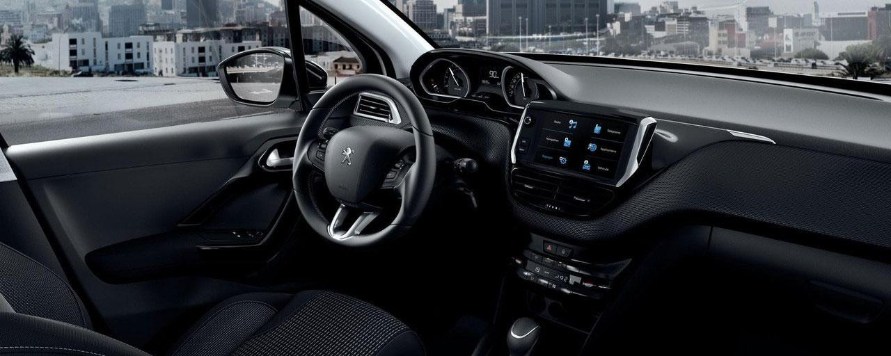 Peugeot 208 - Puesto de conducción Peugeot i-Cockpit