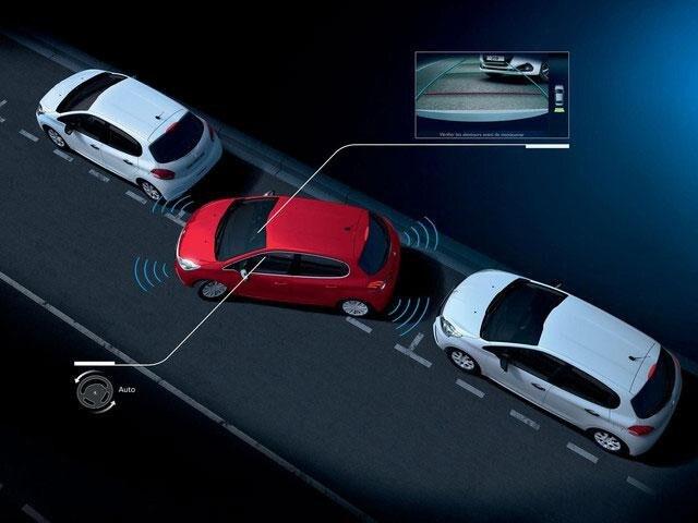 Peugeot 208 - Cámara de visión trasera y Park Assist