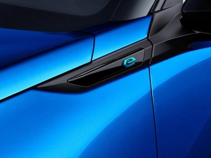 Nuevo SUV eléctrico PEUGEOT e-2008: nueva monograma eléctrico 'e'