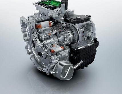 Nuevo SUV PEUGEOT 3008 HYBRID4: motorización híbrida enchufable.