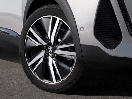 Nuevo SUV PEUGEOT 3008 HYBRID – Llantas de 19'