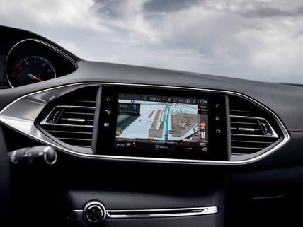 PEUGEOT 308 GTi by PEUGEOT SPORT - pantalla táctil y sistema de navegación 3D
