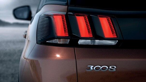 SUV PEUGEOT 3008 HYBRID4: Luces LED traseras