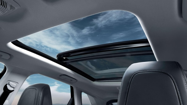 SUV PEUGEOT 3008 HYBRID4: techo panorámico