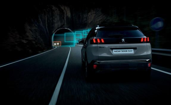 SUV PEUGEOT 3008 HYBRID4: Cambio automático de las luces de carretera